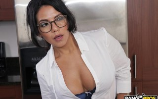 Big ass realtor Rose Monroe fucked by tenant