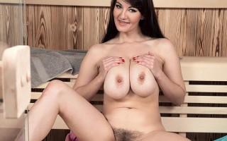 Big boobs and bush with Vanessa Y. in the sauna