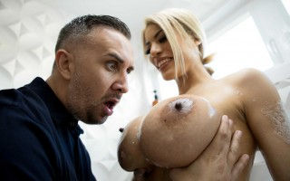 Busty wife Amber Alena and the Virile Voyeur