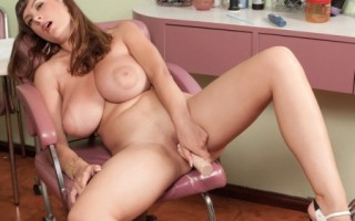 Valory Irene Hairdresser With Hooters