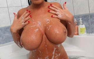 Sexy Ava Koxxx Rub-A-Dub-Dubs Her 34L Gazongas In The Tub