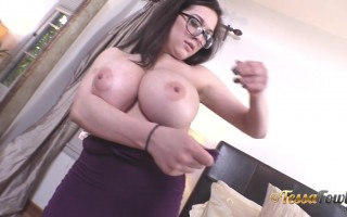 Tessa Fowler Fit a Sexy Outfit Requested by Some Fans
