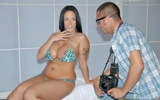 Big tits boss Carmella Bing last minute model