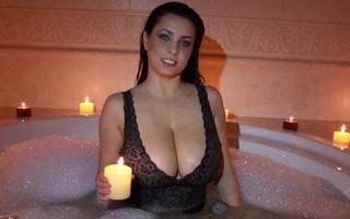 Ewa Sonnet provocative tub invitation