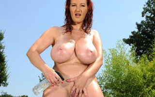 Busty Legend Vanessa Jiggles & Sways Her Glorious 34DD Tatas