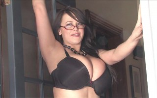 Leanne Crow looks charming to tease wearing her black classic bra