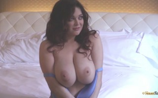 Tessa Fowler Shows Her Enormous Titties of a Real Hot Babe