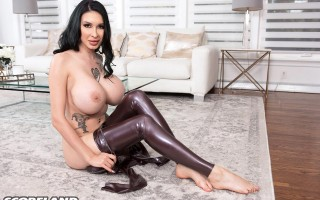 Ariane Saint-Amour's Latex Huge Tits Wonderland