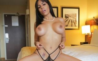 Glamorous Cuban slut Luna Star worships Manuel\'s massive cock