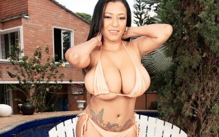 Hot latina Shanie Gaviria bikini and oil