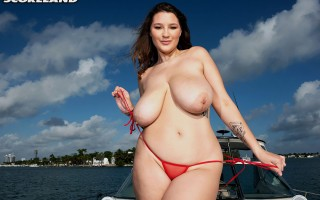 Cruising with hot all natural babe Daria