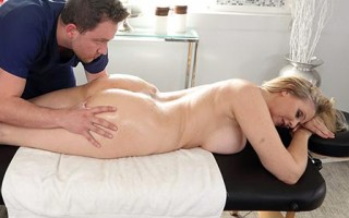 Julia Ann's pussy pressure points to release tension