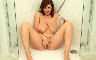 Busty Bathing Beauty Alexsis Faye In The Buff