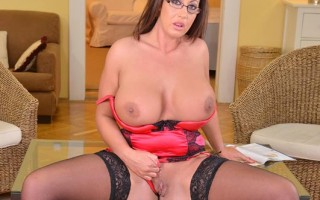 UK Milf Emma Butt jiggles her perfectly beautiful tits
