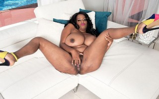 Amora Lee displays her enormous heavy boobs