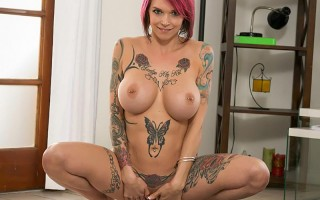 Lex is Anna Bell Peaks daddy