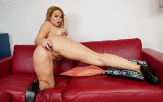 Hot MILF Dominno plays with dildo