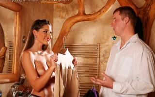 Horny daring girl enjoys having crazy changing room sex