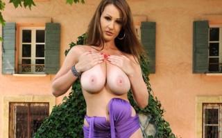 LaTaya Roxx Shows Off Her Sweet Natural 36DD Czech Cleavage