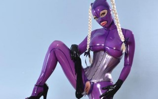 Latex Lucy fucks her shaved pussy with a glass toy