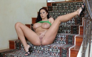 Gianna Michaels fucking in the bedroom with her bubble butt