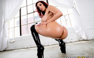 Ya'll ain't ready! We're dropping another huge scene starring Kelly Divine, who's got the most legendary bubble butt in the biz. You have to see her twerking on the dick, those stacked PAWG curves will mesmerize you as they shake and jiggle on the end of
