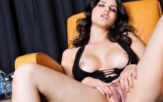 Sunny Leone had a few drinks and now feels super horny!