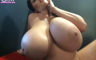 Huge boobs Leanne and 32GG Tessa Fowler came over for this one to join her in a cute busty catfight!