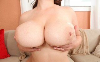 12 pics and 1 movie of Jessicaroberts2 from Big Naturals