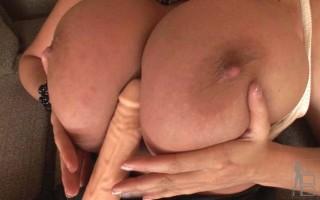 Big boobed Laura climaxes
